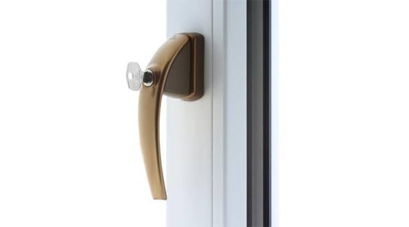 Klamki i pochwyty drzwiowe