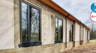 Kolejna nowoczesna stodoła z nowymi oknami
